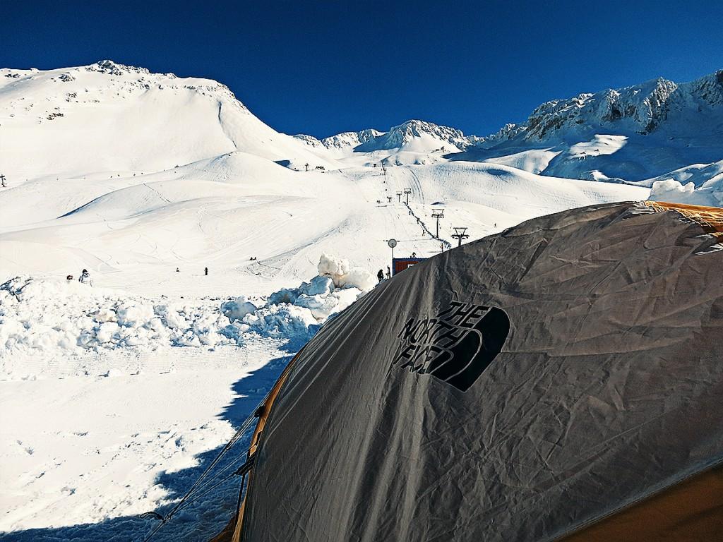 Kamp Yerinden Davraz Dağı (Foto: Erdi Yılmaz)